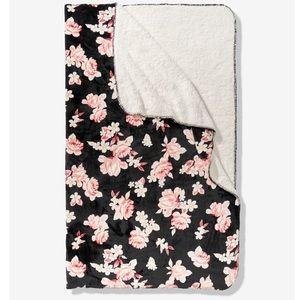 🌸Victoria's Secret Pink Floral Sherpa